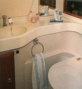 Fürdőszoba a túrahajón